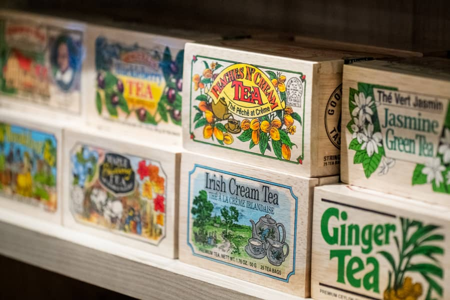 Beautiful Wooden Box of 25 Tea Bags in delightful flavors